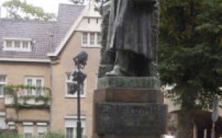 roerm uitsnede standbeeld Cuypers