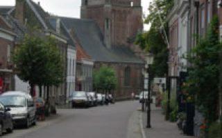 woudrichem straat met nh kerk1379
